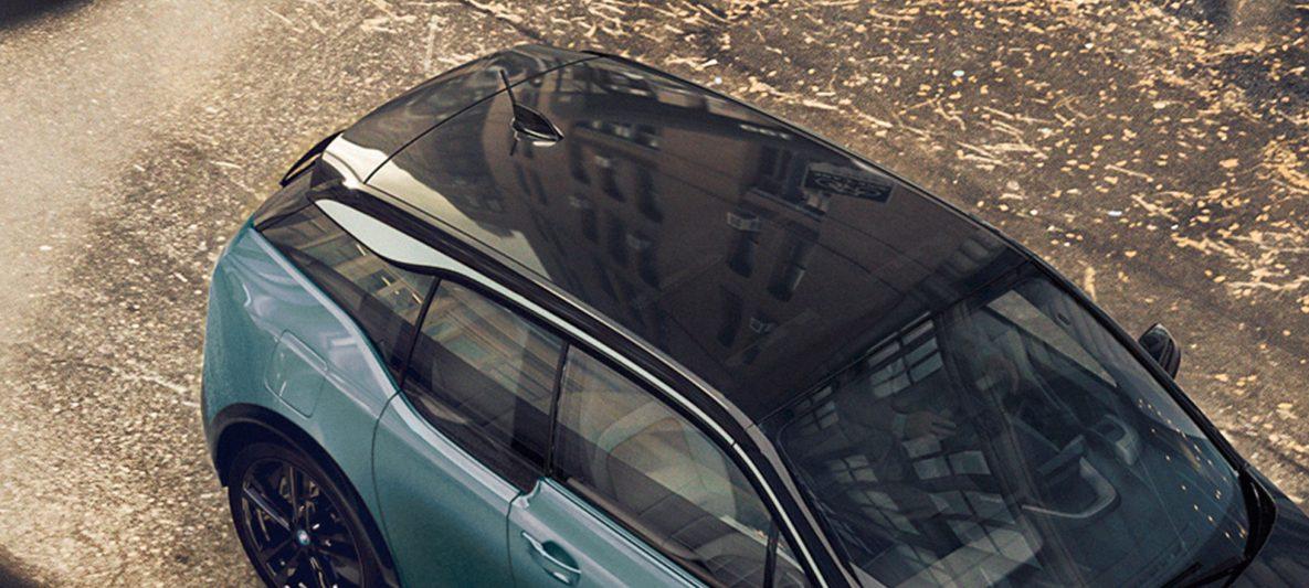 BMW i3 I01 2018 Jucarobeige mit Akzent Frozen Grey metallic Vogelperspektive Carbondach